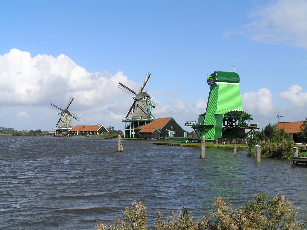 20050916-67 Windmills along the river Zaan - Zaanse Schans (Holland).jpg