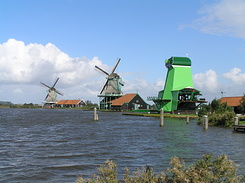 #946 Windmills along the river Zaan - Zaanse Schans (Holland)