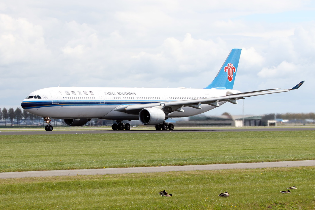 20170423-025 China Southern Airlines - Airbus A330-323 (B-5965) Amsterdam Schiphol NL.jpg