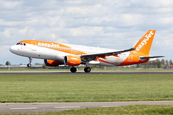 #4190 EasyJet Airline - Airbus A320-214SL (G-EZOX)