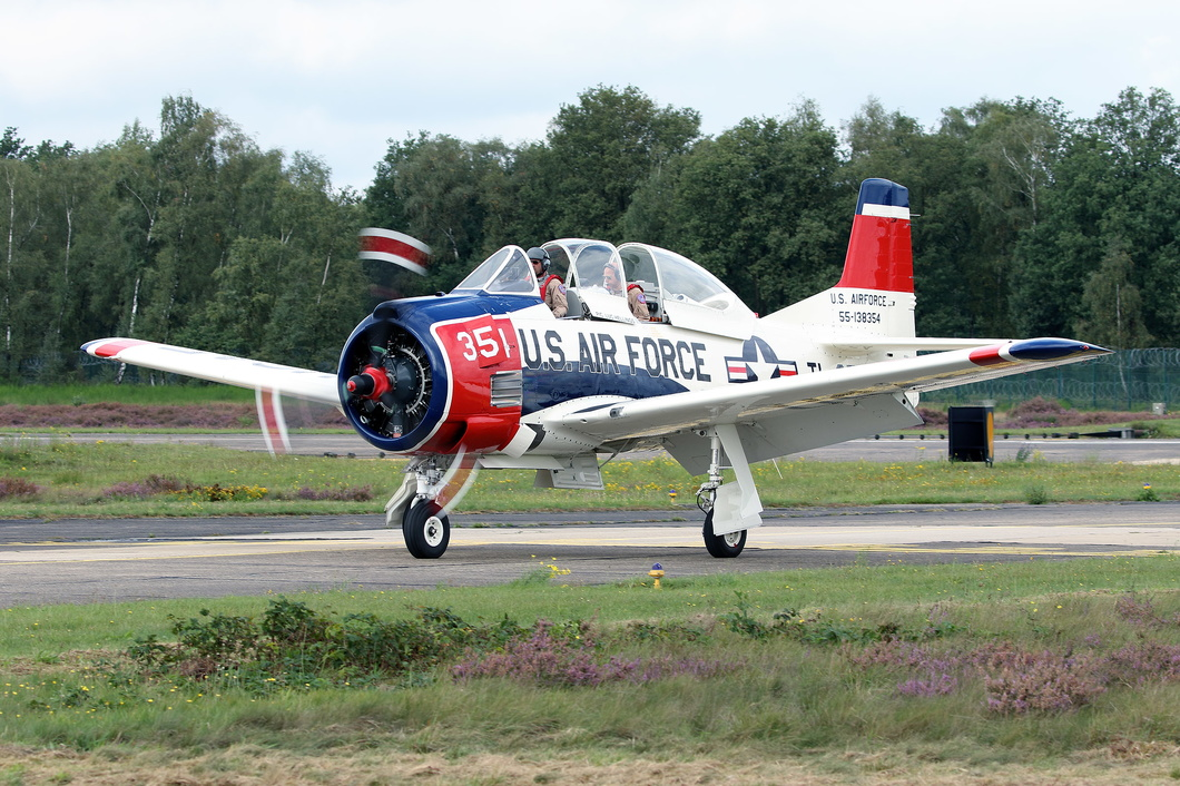 20170909-11 Private - North American T-28B Trojan (N1328B 55-138354 TL-354) Kleine-Brogel BE.jpg
