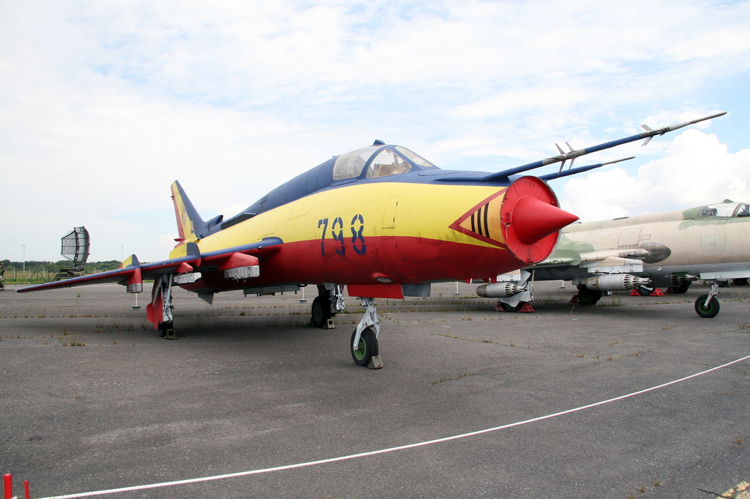 20110727-021 East German Air Force - Sukhoi Su-22M4 Fitter-K (798) Luftwaffenmuseum DE.jpg