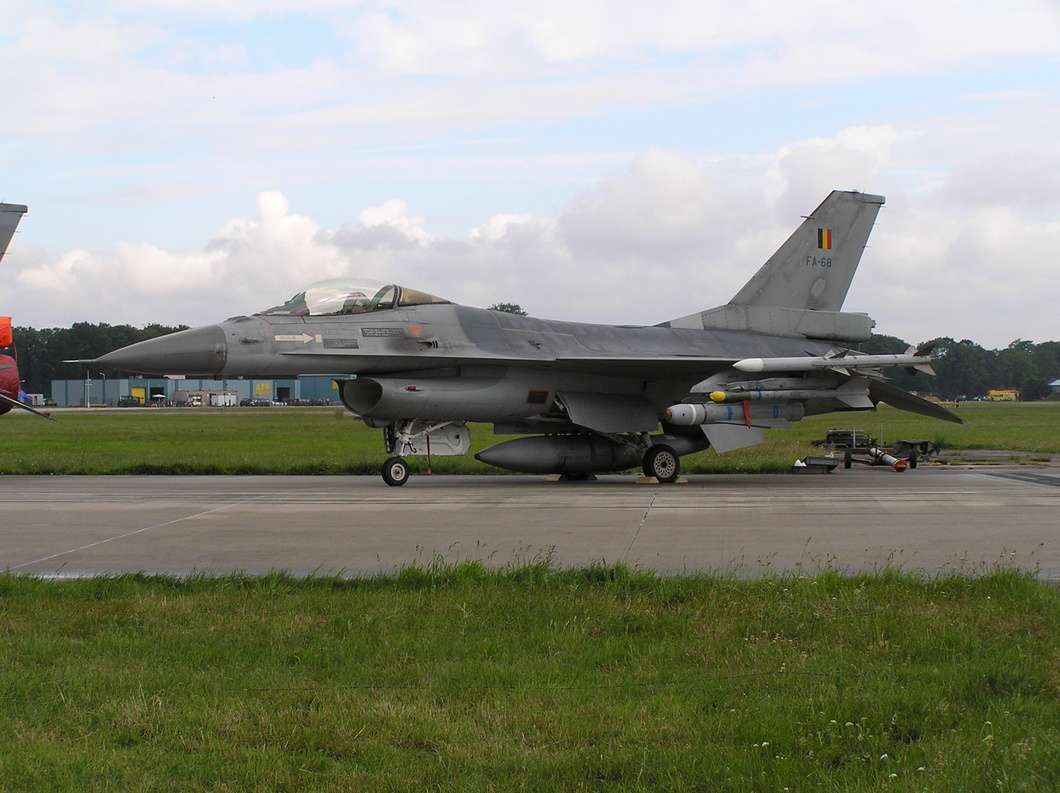 20040618-16 Belgian Air Component - General Dynamics F-16AM Fighting Falcon (FA-68) Volkel NL.jpg