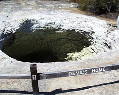 #420 Devil's Home - Wai-O-Tapu Thermal Wonderland (New Zealand)