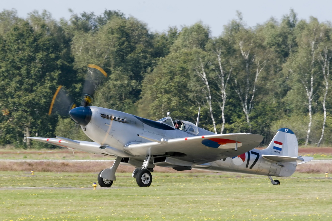 20140912-052 Royal Netherlands Air Force Historical Flight Foundation - Supermarine 361 Spitfire Mk LFIX (PH-OUQ MK732 3W-17) Kleine-Brogel BE.jpg