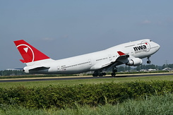 #2472 Northwest Airlines - Boeing 747-451 (N667US)