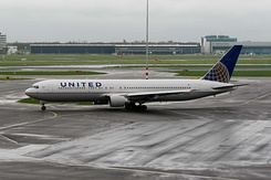 #2858 United Airlines - Boeing 767-322ER (N646UA)