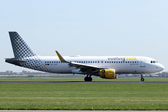 #4692 Vueling Airlines - Airbus A320-214SL (EC-LVP)