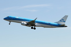 $4712 KLM Cityhopper - Embraer 190STD (PH-EZL)