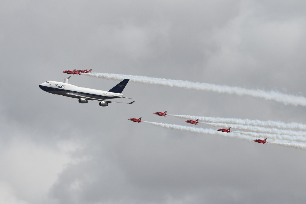 20190720-086 British Airways - Boeing 747-436 (G-BYGC) in formation with RAF Red Arrows at RAF Fairford UK.jpg