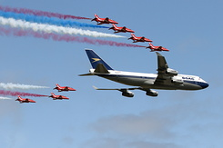 #6185 British Airways - Boeing 747 in formation with RAF Red Arrows