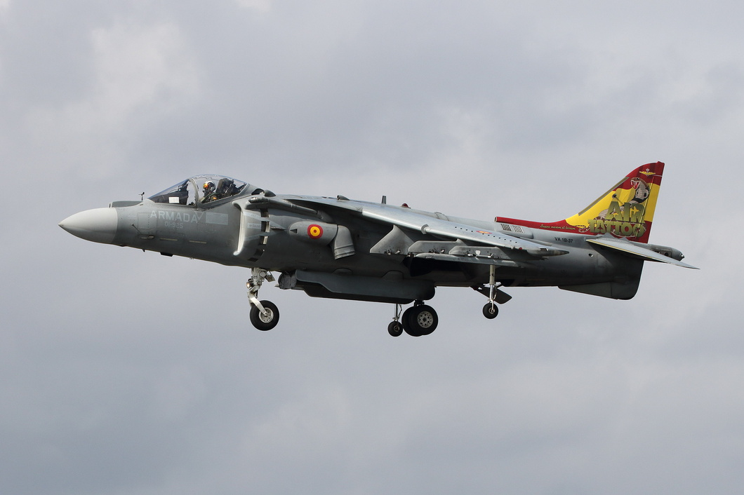 20190720-173 Spanish Navy - McDonnell Douglas EAV-8B Harrier II Plus (VA.1B-37 01-925) RAF Fairford UK.jpg